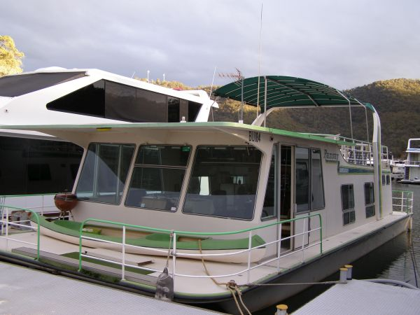 TRISHA Ramsay Sold by HCHS - | High Country Houseboat Sales Eildon